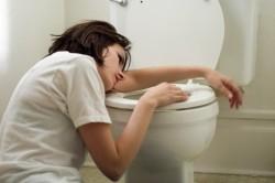 Приступы рвоты - побочный эффект при приеме антибиотиков