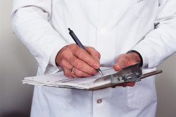 Консультация врача при появлении симптомов заболеваний